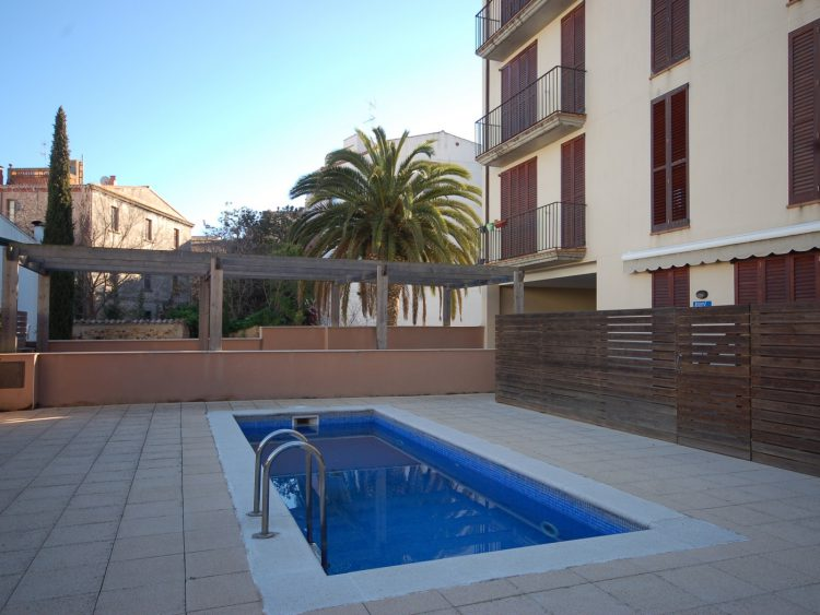 LOVELY POOL APARTMENT with PARKING-2