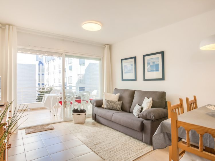 WHITE APARTMENT with TERRACE, AC & PARKING, NEAR BEACH