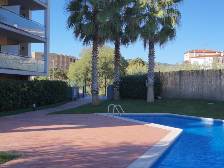 APARTMENT with COMMUNITY POOL and PARKING in TOSSA