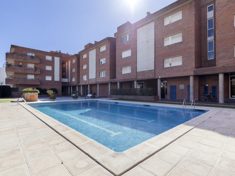BIG APARTMENT WITH POOL AND PARKING