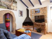 Foto RUSTIC APARTMENT IN THE OLD TOWN TOSSA 2