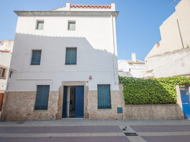 HOUSE with TERRACE in the HEART of TOSSA
